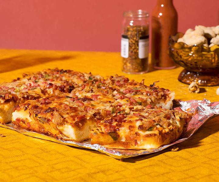 Product view Pulled Pork + Bacon + BBQ Sauce Pizza